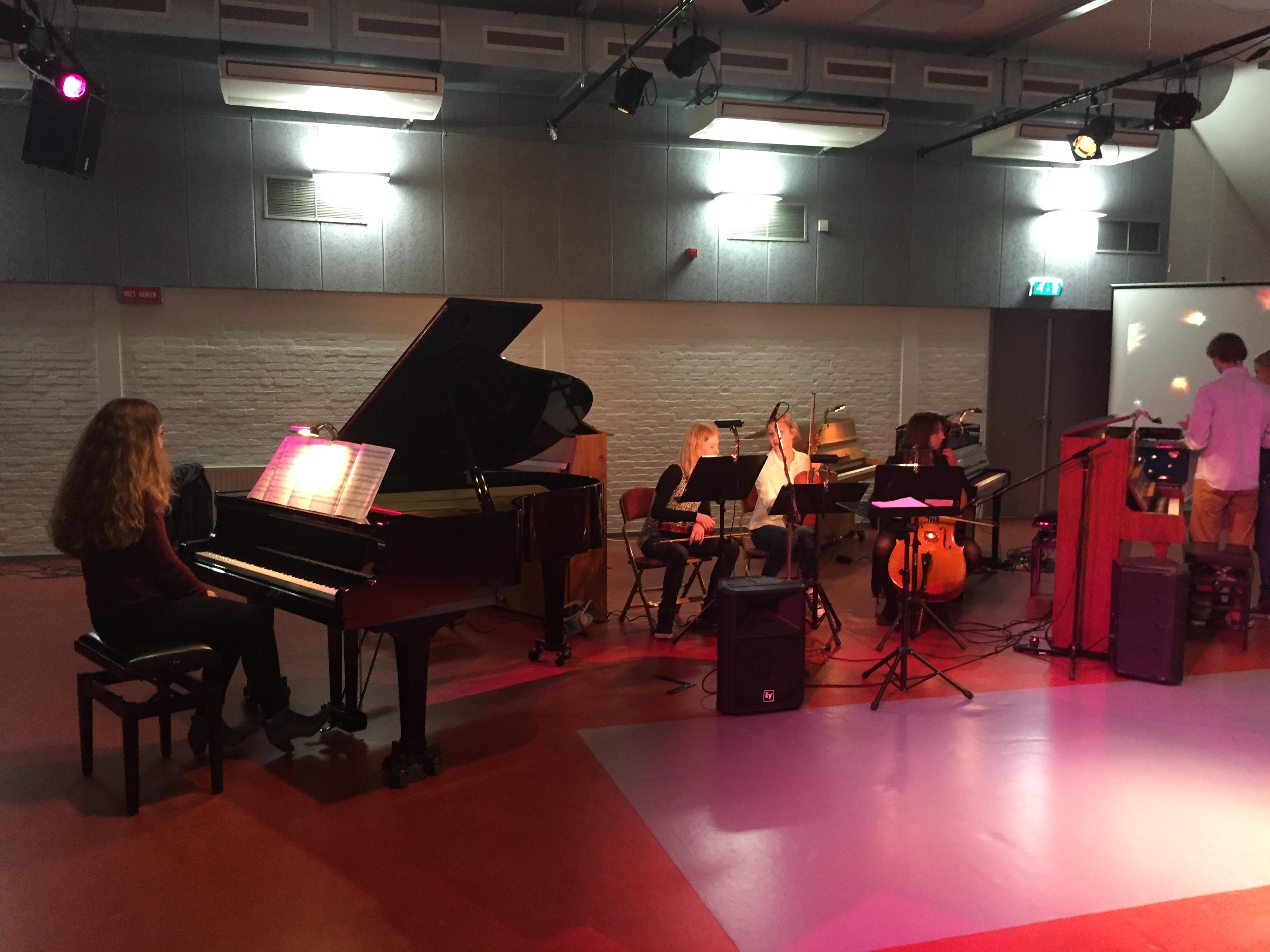 Pianouitvoering met orkestje