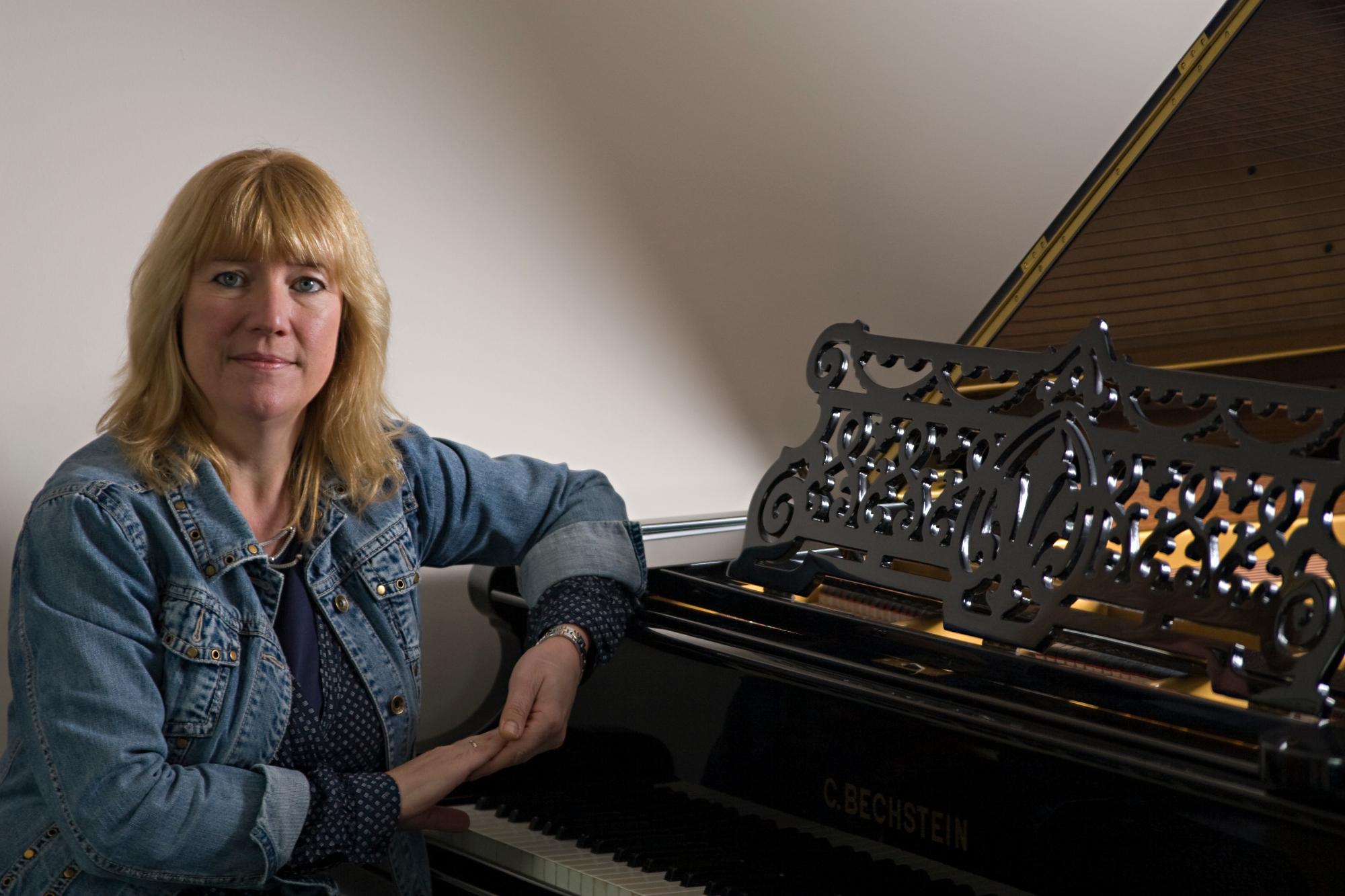 Simone Verhorst met piano